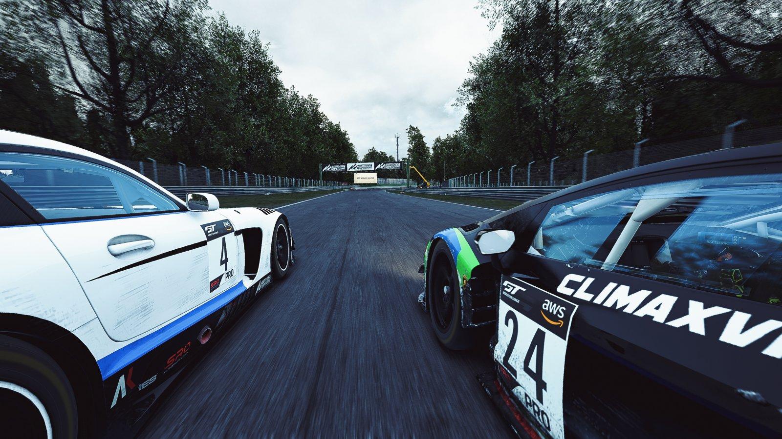 Esports R1 - Monza - Aaron Borg Mercedes-AMG GT3 SRT Team Sydney 4 AUS PRO & Kang Ling Lamborghini Huracan Evo Climax Racing Team 24 CHN PRO