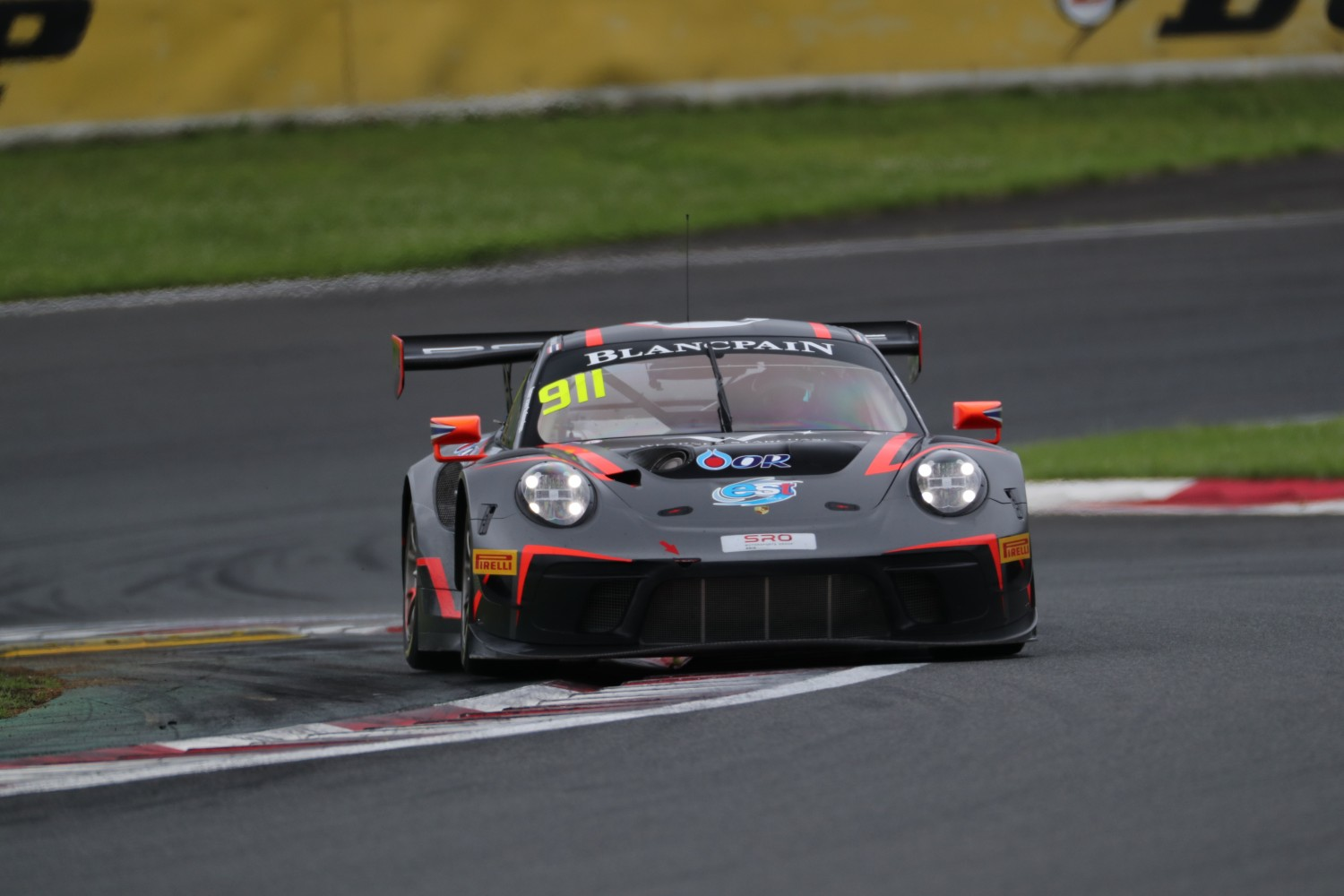 Absolute Porsche and Craft-Bamboo Mercedes-AMG share qualifying spoils at Fuji